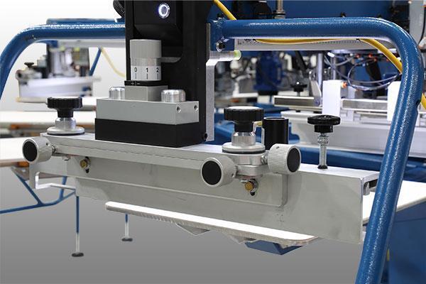 La nueva prensa de serigrafía automática M&R Cobra establece un alto estándar en cuanto a velocidad