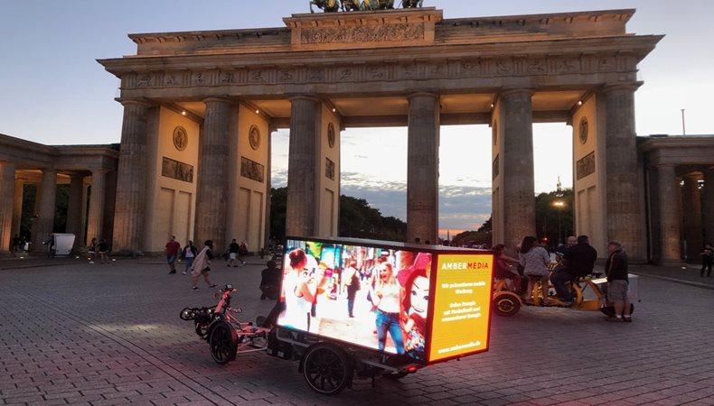 Umweltbewusste Digital Signage LED-Werbung mit Elektro-Bikes