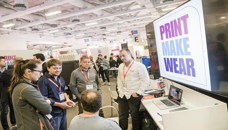 Ausstellungsangebot und podiumsdiskussionen bei der  Print Make Wear 2019