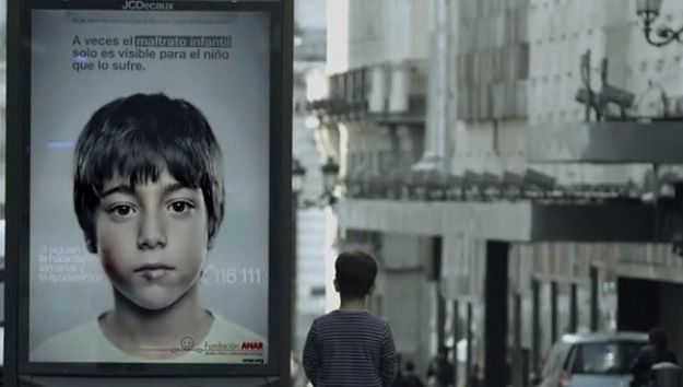 ANAR Foundation create a powerful High-Tech Lenticular Poster campaign