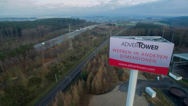 Autobahn-Werbung – Digital Signage Werbeflächen in luftiger Höhe