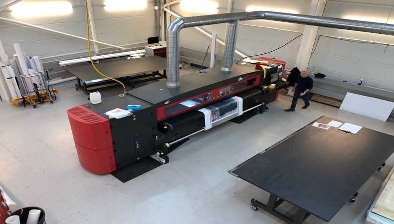 Rocket Graphics reaches new heights with EFI VUTEk LX3  printer from CMYUK