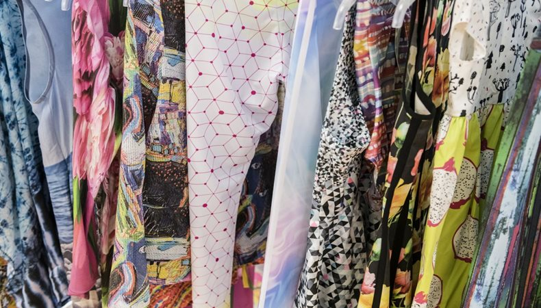 Print Make Wear – Besucherresonanz zeigt den klaren Fokus auf Textildruck von FESPA Mitarbeiter