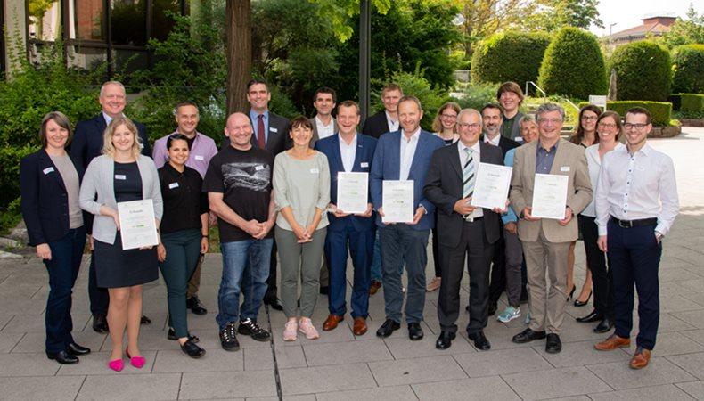 Dommer Stuttgarter Fahnenfabrik für Umweltengagement ausgezeichnet